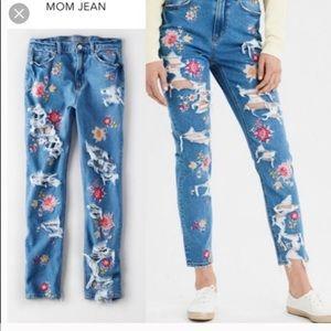 ⭐️BOGO American Eagle Embroidered Mom Jeans